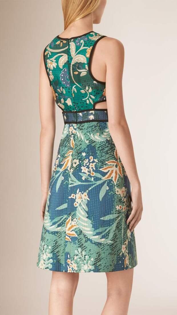 Необычное оформление спинки 50-ти летних платьев
