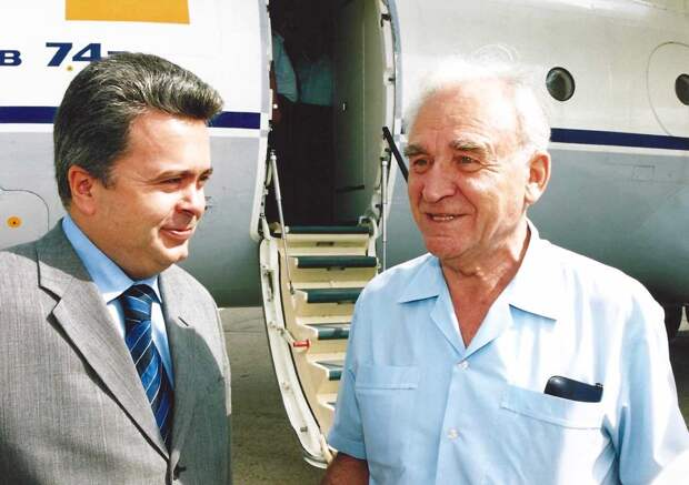 генеральный конструктор балабуев, харьковский авиазавод, директор авиазавода науменко