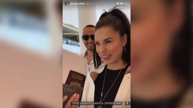 Беременная Ирина Пинчук и Арай Чобанян сообщили о скорой свадьбе
