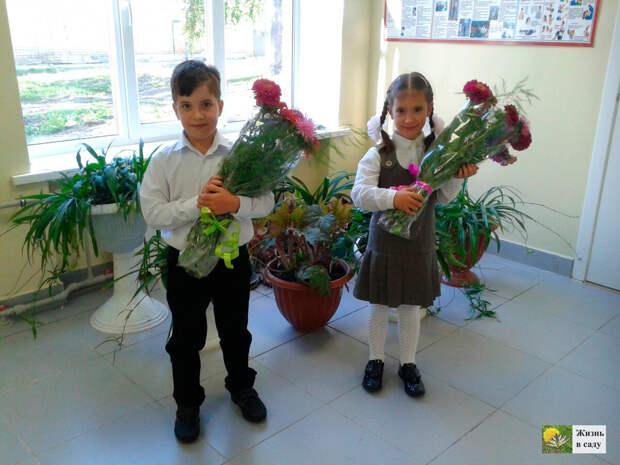 Четвертый и пятый ребенок двойняшки, Паша и Маша. Нет-нет, простите, они уже Павел и Мария :)