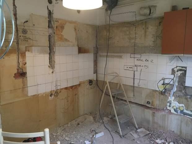 Пара дешево приобрела квартиру. Кухня в ней выглядела неприглядно: фото до и после