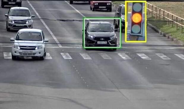 Пришёл штраф за проезд на жёлтый сигнал светофора. Разобрался, законно ли это
