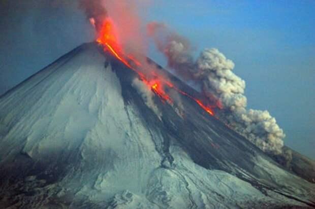 Вулкан Ключевской выбросил пепел  высотой около 6 км