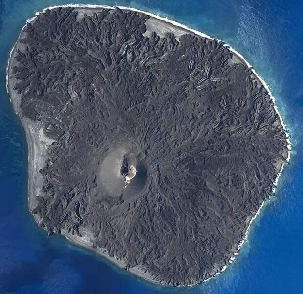 В Японии появился новый остров и продолжает резко увеличиваться