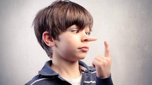 Если ребенок рассказывает странные истории: как реагировать родителям