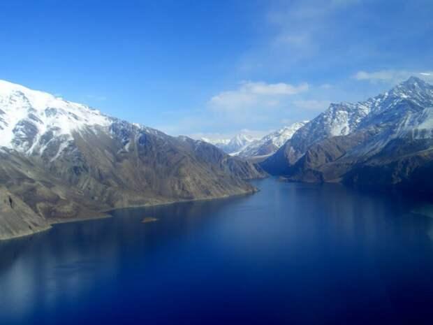 Озеро, которое держит в страхе население сразу четырех стран
