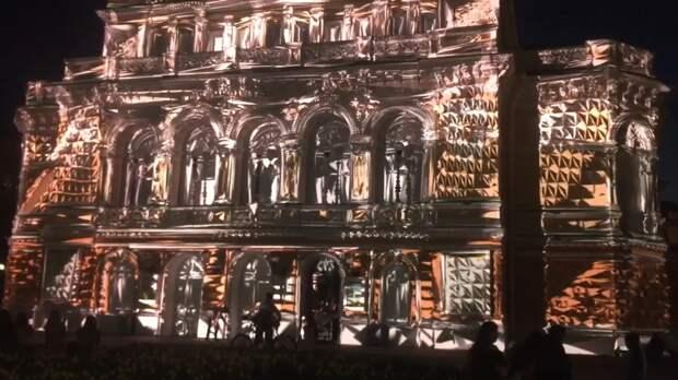 Видео дня: нижегородцев восхитила инсталляция на фасаде театра Драмы