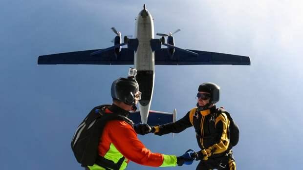 Два человека разбились во время прыжка с парашютом под Москвой