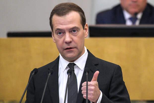Медведев сообщил о пенсии своей бабушки