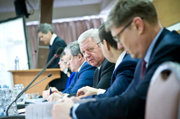 Генсовет ФНПР обсудил главные социально-экономические вызовы и возможности их преодоления