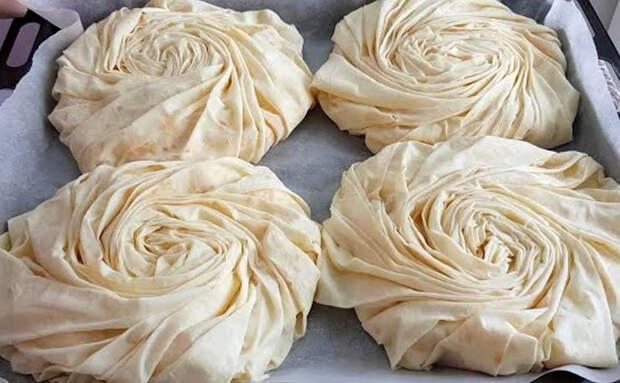 Цветы из теста с мясной начинкой: закручиваем тесто по спирали, а внутрь кладем фарш