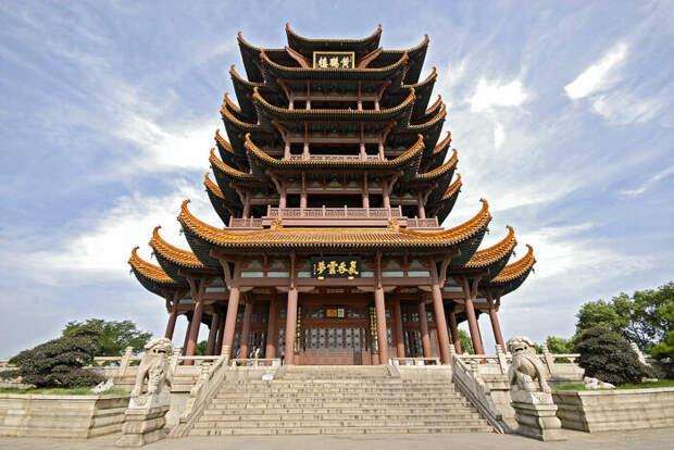 Крыши изогнутой формы появились не случайно / Фото: 123ru.net