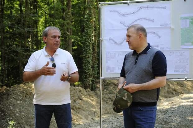 Глава Адыгеи ознакомился с ходом строительства дороги в горной части региона