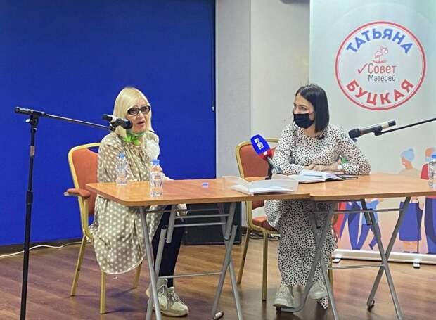 Татьяна Буцкая и Октябрина Ганичкина провели мастер-класс для садоводов