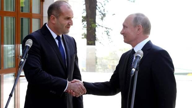 Президент Болгарии выступил против сноса памятника Советской армии в Софии