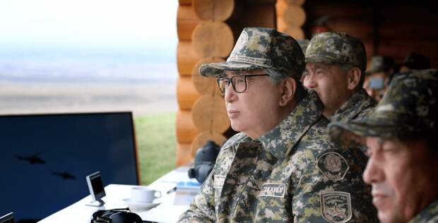 Токаев поздравил казахстанцев с Днем защитника Отечества