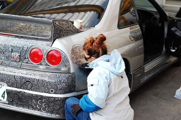 Nissan Skyline GTR (трафик)
