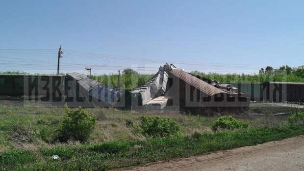 Вагоны грузового поезда сошли с рельсов в Самарской области