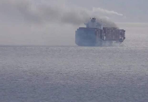 Взрыв произошел на борту контейнеровоза с химикатами у берегов США