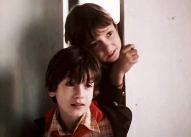Премьера фильма «Приключения Петрова и Васечкина, обыкновенные и невероятные» состоялась 1 июня 1984 года. Кадр из фильма