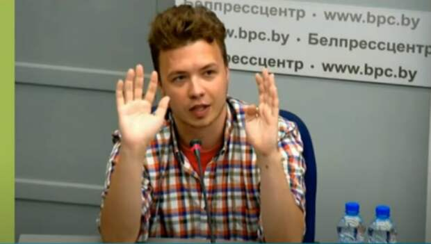 Протасевич на пресс-конференции попросил СМИ не распространять фейки о его состоянии: представители ВВС в знак протеста вышли из зала