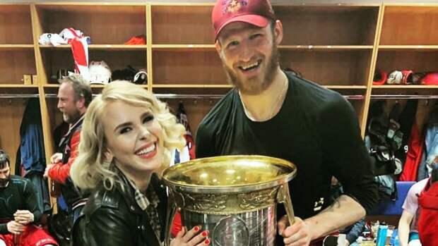 Хоккеист Иван Телегин сделал предложение новой возлюбленной после судов с Пелагеей