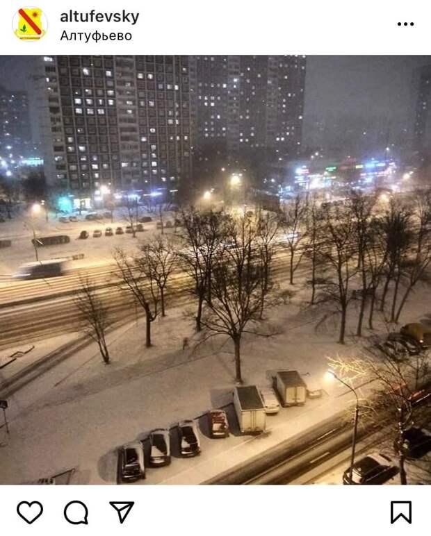Фото дня: зимний двор в Алтуфьеве
