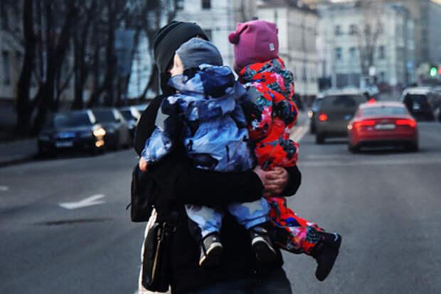 Психолог рассказала, как убедить детей не уходить с незнакомцами