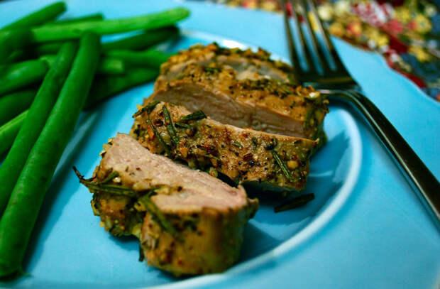 Запекаем мясо к новогоднему столу