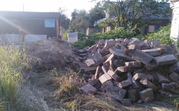 Неизвестные сбросили строительный мусор на Ленинградском шоссе