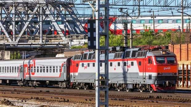 Следовавший в Петербург из Вологды поезд задержался из-за проблем с контактной сетью