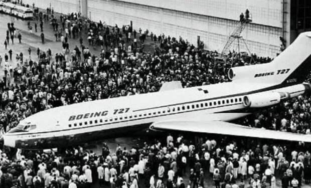 Угнал самолет и вышел на высоте с чемоданом денег: человека ищут уже полвека