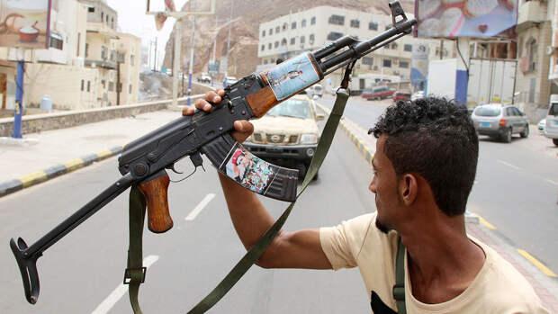 Хуситы сбили военный самолет в Йемене на границе с Саудовской Аравией
