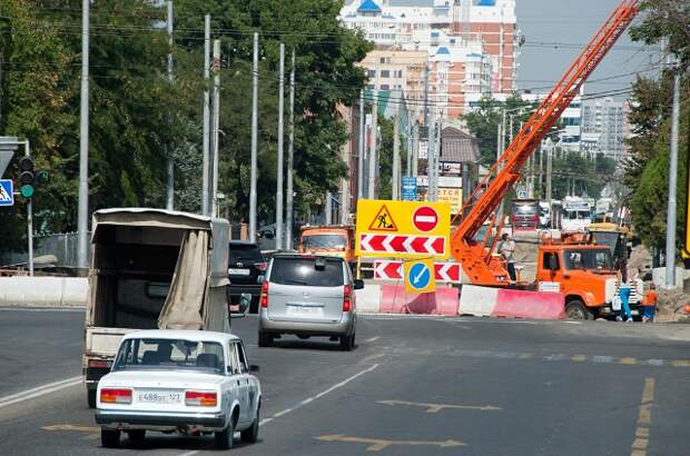 В Краснодаре на Московской до декабря перекрывают движение по четной стороне улицы