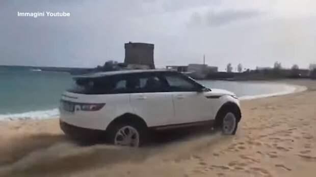 В Италии водитель Range Rover Evoque весьма дорого поплатилась за пляжную поездку