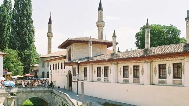 Чем может удивить Бахчисарай: город, где в течение 250 лет располагалась столица крымского ханства