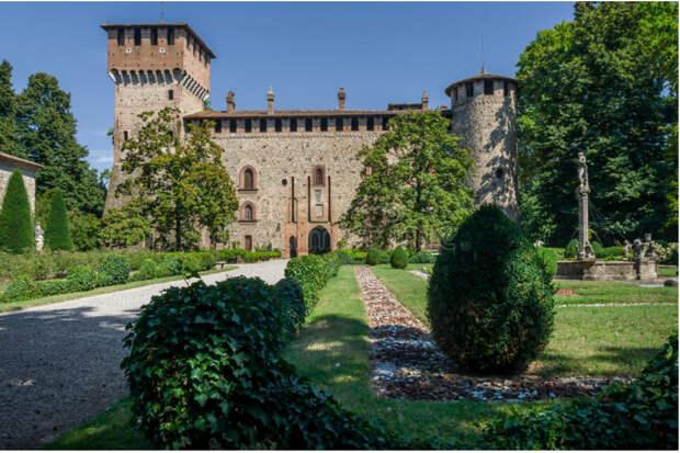 Итальянская деревня Граццано Висконти, которая выглядит как сказочное королевство