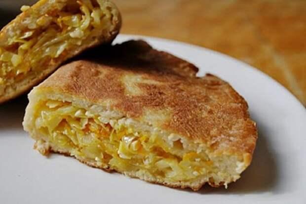 """Пирог """"Шарлотка с капустой"""" - едят все, даже дети, которые не любят капусту!"""