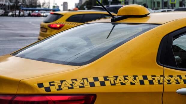 Москвич угнал такси и уснул в похищенном автомобиле