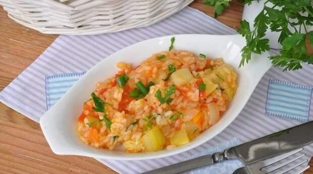 Кабачки с овощами и рисом в мультиварке.