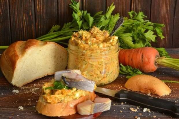 Холодная закуска из плавленого сыра и селедки