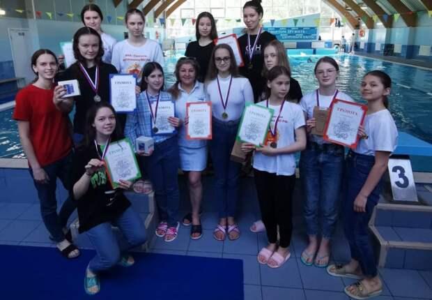 Ученицы Пансиона Минобороны победили в соревнованиях по плаванию