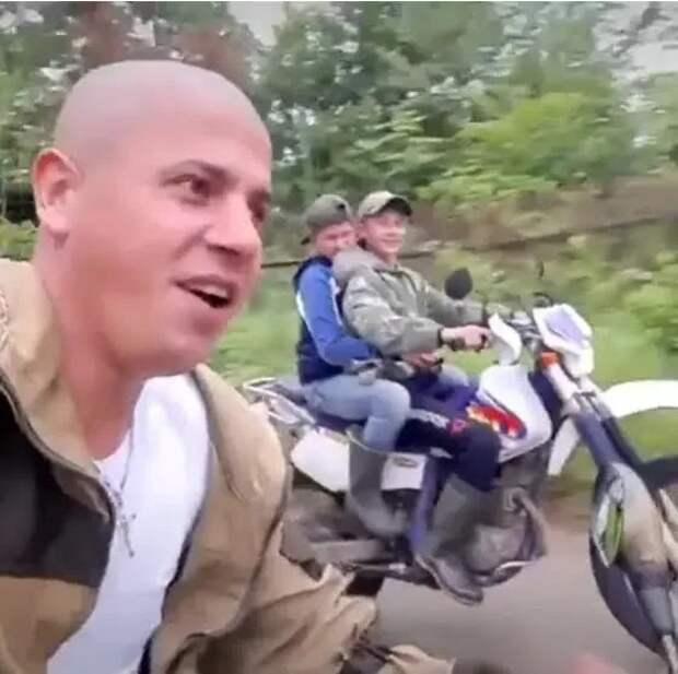 Как живет русский двойник Вина Дизеля, охранник Геннадий издачного поселка Кипарисово