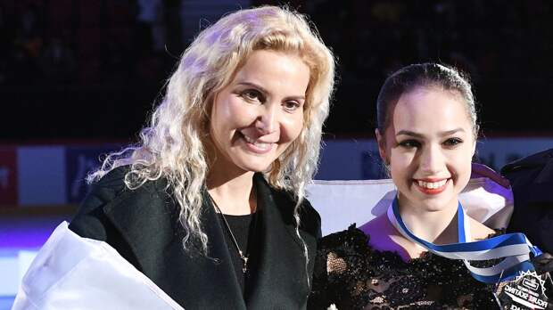 «Заслуженно». Загитова поздравила Тутберидзе с премией лучшему тренеру ISU Skating Awards