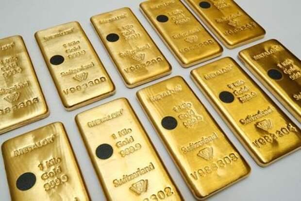 Слитки золота в офисе компании Metalor около города Нёвшатель, Швейцария, 5 июля 2019 года. REUTERS/Denis Balibouse