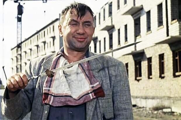 Одна из самых ярких и любимых ролей Смирнова – тунеядец Федя. Кадр из фильма «Операция «Ы» и другие приключения Шурика»