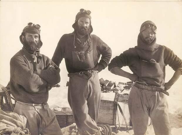 Слева направо: Джордж Доверс, Сидни Джонс и Арчибальд Ходли Австралийская антарктическая экспедиция, антарктида, исследование, мир, путешествие, фотография, экспедиция