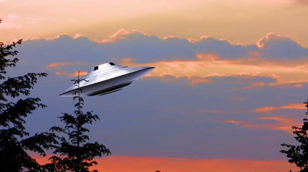 Военный историк рассказал, как США разыграли карту НЛО для борьбы с Россией в космосе