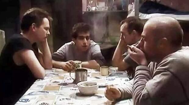 Кадр из сериала «Зона. Тюремный роман»