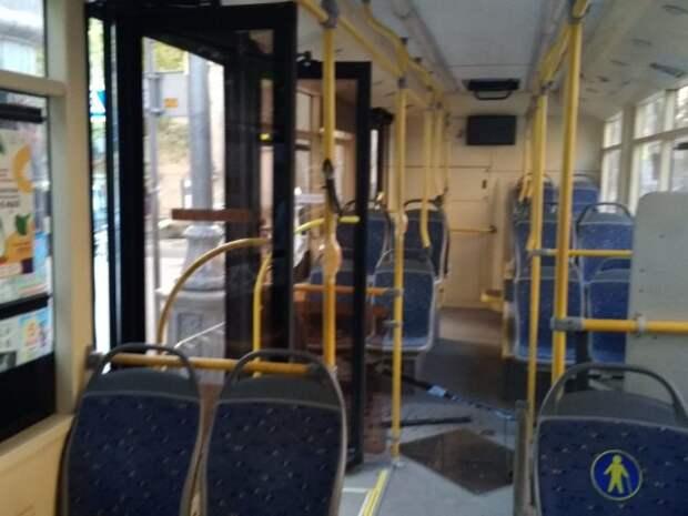 В Севастополе троллейбус зацепил пешехода на переходе (ФОТО)